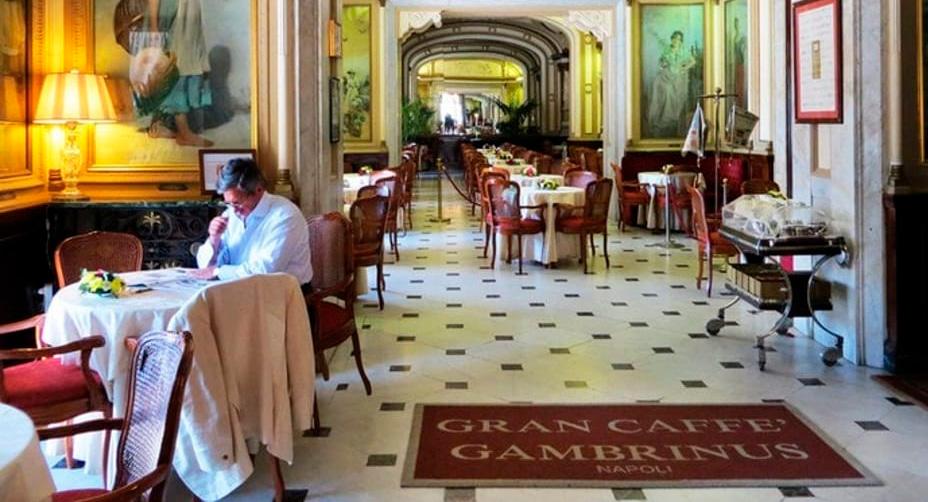 A Napoli come madrina per festeggiare i 150 anni del Gambrinus